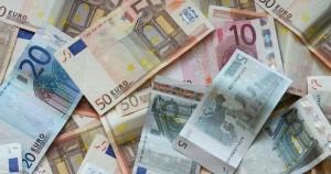 euro banknotai - padidejo MMA