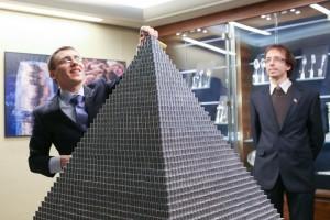 vieno milijono monetu piramide